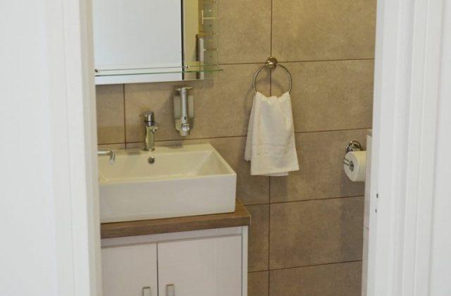 Soba s kupaonicom u prizemlju